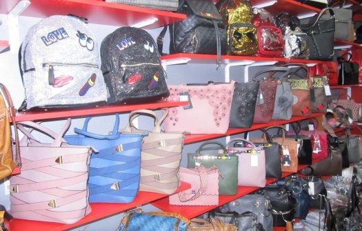 Раници и чанти с