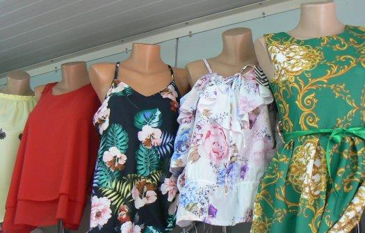 Отново разнообразие за дамите - флоралните мотиви хит за сезона.