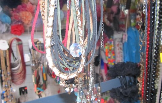 Обеци,колиета,пръстени,гривни - богат избор на Неделен пазар!